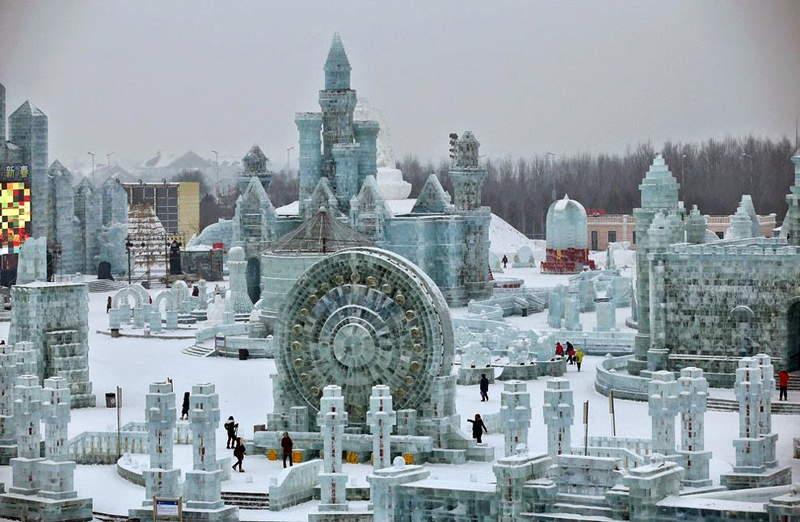 фестивал на ледените и снежни скулптури в Харбин, Китай
