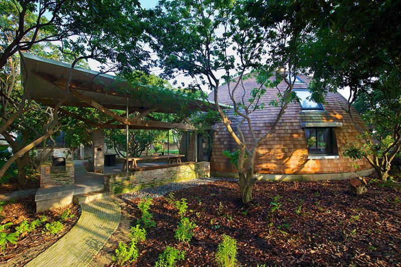 къщата-купол проектирана от Тимоти Оултон