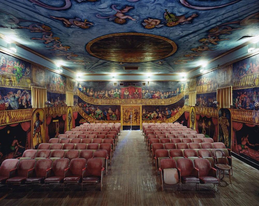 Голямоформатни снимки на опери