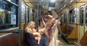 фигури от класическото изкуство в заснети сцени от съвременния живот